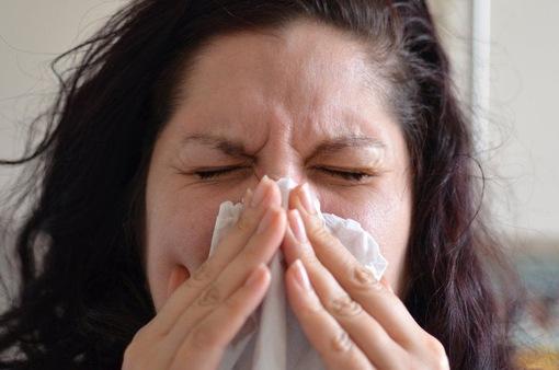 Phân biệt triệu chứng của COVID-19 với cảm lạnh thông thường