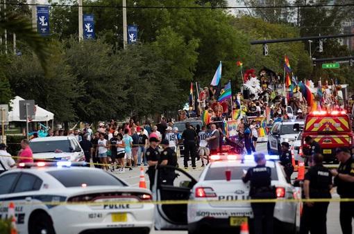 Xe tải lao vào đám đông diễu hành ở Florida, 1 người thiệt mạng