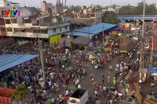 Nhiều người dân Ấn Độ bắt đầu chủ quan với quy định phòng dịch