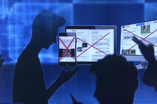 """Tấn công trọng tài, chửi bới trên livestream...: Giải pháp nào dọn """"rác"""" trên mạng?"""