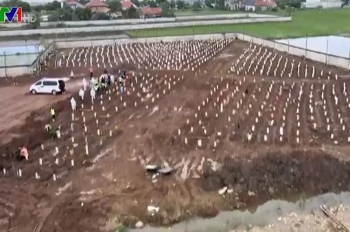 Nghĩa trang tạm bợ gây ám ảnh tại Indonesia