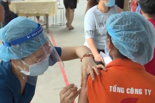 Doanh nghiệp làm việc luân phiên, tạo điều kiện cho công nhân tiêm vaccine
