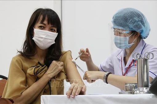 TP Hồ Chí Minh bắt đầu tiêm vaccine COVID-19 cho người kinh doanh mặt hàng thiết yếu