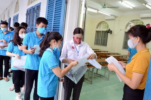 Hà Nội sẽ tiếp tục nới lỏng, ưu tiên tiêm vaccine cho người tổ chức kỳ thi THPT