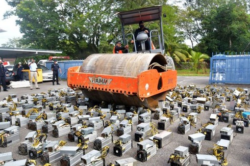 """Malaysia triệt phá đường dây câu trộm điện để """"đào"""" tiền điện tử"""