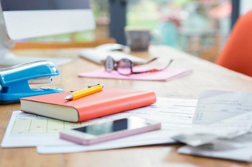 """6 cách sắp xếp bàn làm việc """"tiêu chuẩn"""" trong mùa giãn cách"""