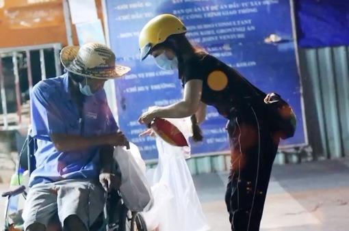 Trao tặng 1.000 phần quà mỗi tối cho người vô gia cư