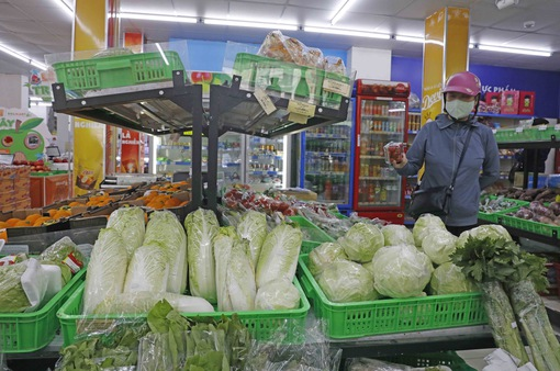Siêu thị Hà Nội tăng gấp 3 lượng hàng, hết cảnh chen lấn mua đồ tích trữ