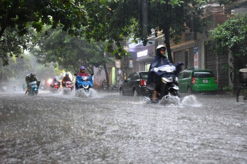 Trung Bộ mưa lớn do hoàn lưu áp thấp nhiệt đới