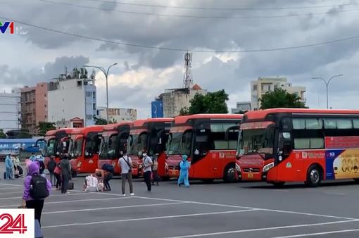 20 xe khách đưa những lao động khó khăn về Phú Yên