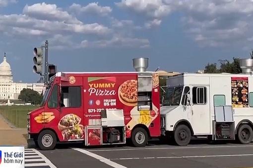 Xe tải bán đồ ăn lưu động ở Mỹ hút khách trở lại