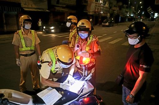 TP Hồ Chí Minh xử phạt nhiều trường hợp ra đường sau 18h không có lý do cấp thiết