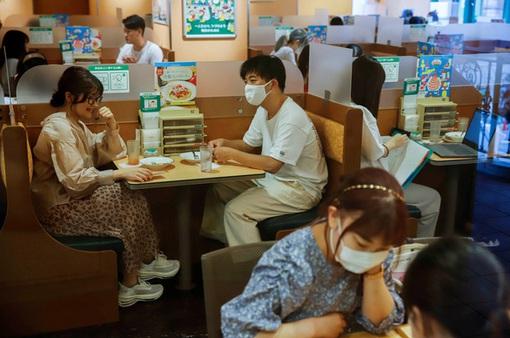 Số ca nhiễm mới COVID-19 tại Nhật Bản vượt 10.000 ca/ngày