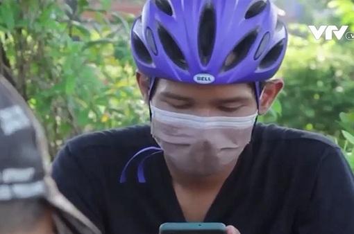 Sử dụng xe đạp giao hàng cho người cách ly COVID-19