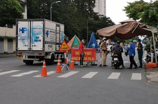 TP Hồ Chí Minh tăng cường xử lý vi phạm giãn cách sau khi nhiều nơi gỡ bỏ phong toả