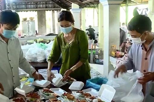 Những bữa cơm nghĩa tình trao lực lượng chống dịch