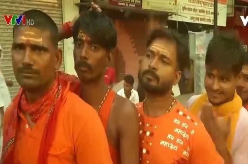 Người dân Ấn Độ lại tụ tập bên bờ sông Hằng để tham gia lễ hội
