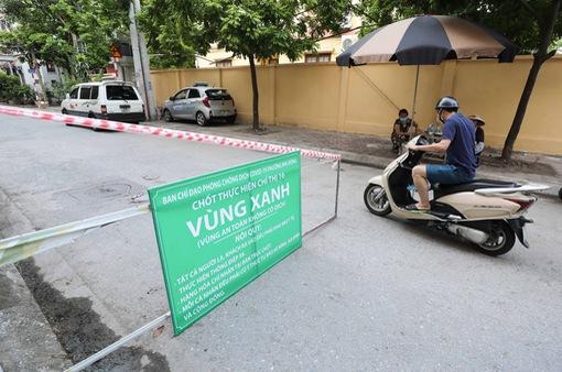 """Hà Nội: Nhiều khu dân cư thiết lập """"vùng xanh"""" chống lây COVID-19 từ bên ngoài"""