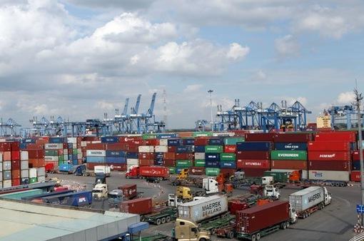 """""""Lối ra"""" cho hàng hóa ùn tắc tại cảng Cát Lái"""