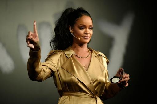 Rihanna chính thức trở thành tỷ phú