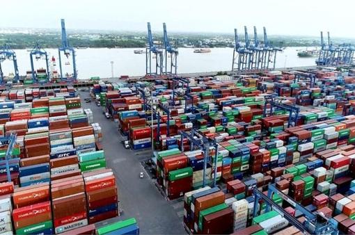 """Hỏa tốc """"giải cứu"""" ùn tắc hàng hóa tại cảng Cát Lái"""