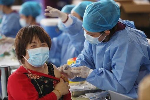 Trung Quốc cảnh báo người dân vẫn phải duy trì biện pháp bảo vệ dù đã tiêm vaccine