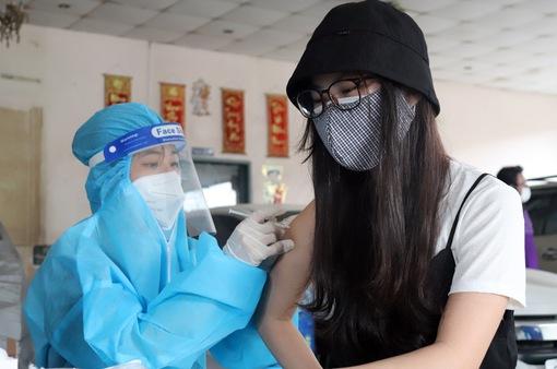 Hà Nội sẵn sàng tiêm vaccine phòng COVID-19 cho trẻ dưới 18 tuổi, dừng chốt kiểm soát cửa ngõ Thủ đô