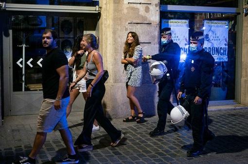 25 nghìn người dự tiệc trái phép tại Tây Ban Nha