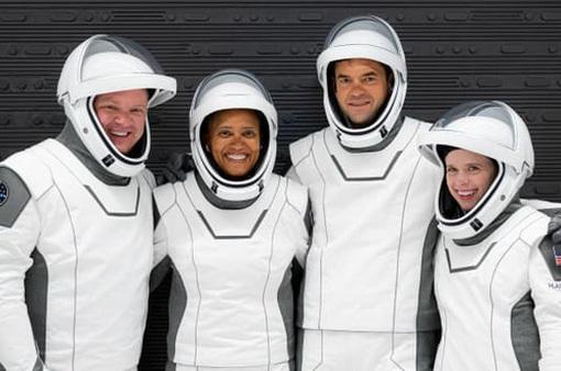 Các phi hành gia không chuyên trở về Trái Đất