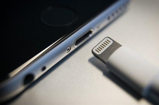 EU buộc Apple thay đổi hệ thống sạc iPhone