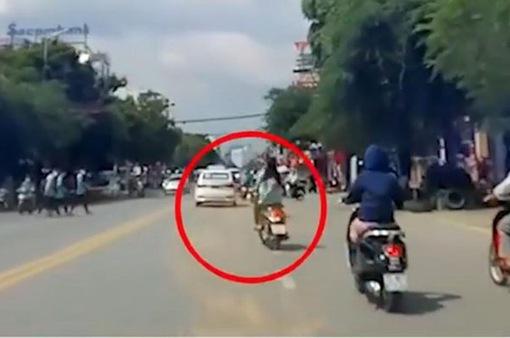 Nữ sinh phóng xe máy tốc độ cao gây tai nạn liên hoàn