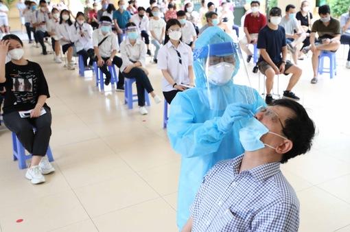 Giám đốc Bệnh viện Phổi Trung ương: Đã đến lúc không để chạy theo dịch