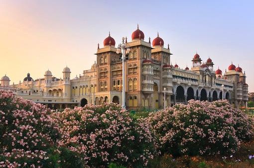 Chiêm ngưỡng 10 cung điện lỗng lẫy nhất thế giới