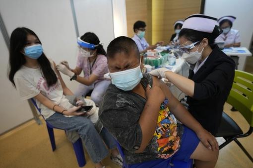 Thái Lan: Trẻ bị tác dụng phụ do tiêm vaccine COVID-19 sẽ được bồi thường