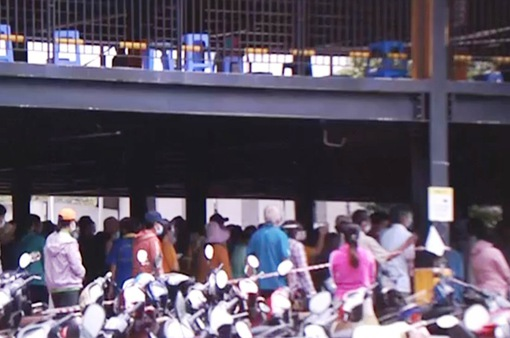 Quá tải tại một số điểm tiêm vaccine COVID-19 ở TP Hồ Chí Minh