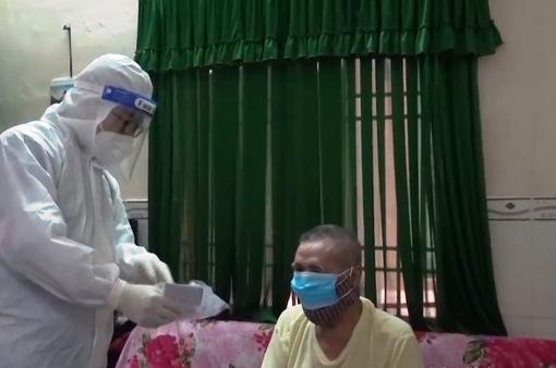 Hơn 400 trạm y tế lưu động tiêm vaccine, thăm khám F0 đang điều trị tại nhà