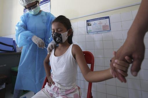 Campuchia đã tiêm vaccine COVID-19 cho 88,98% thiếu niên