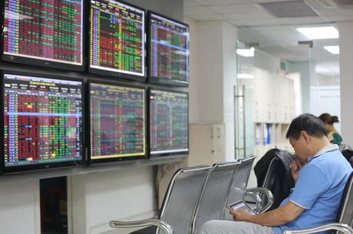 """Ngân hàng, chứng khoán... """"nằm sàn"""" la liệt, VN-Index giảm mạnh nhất một tháng"""