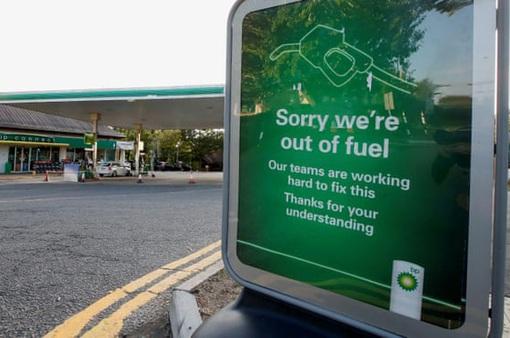 Khủng hoảng nhiên liệu tại Anh đe dọa các dịch vụ thiết yếu