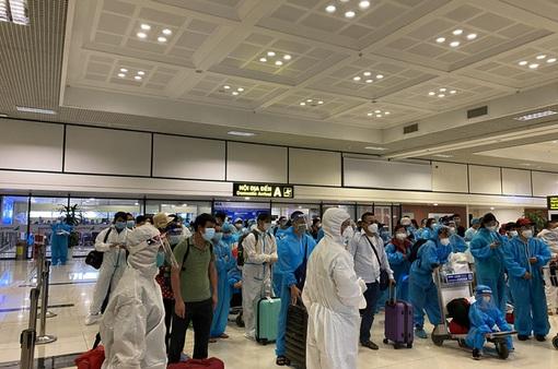 Phát hiện 4 ca dương tính trên chuyến bay đón công dân từ TP Hồ Chí Minh về Bắc Giang