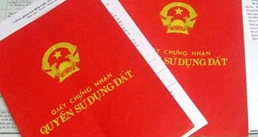 Người dân băn khoăn về việc ghi tên cả gia đình vào sổ đỏ