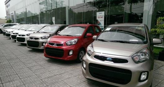 Giá xe ô tô giảm, người mua vẫn thờ ơ?
