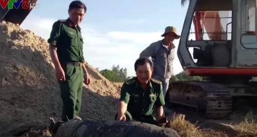 Quảng Trị: Phát hiện bom nặng 400kg tại ruộng lúa