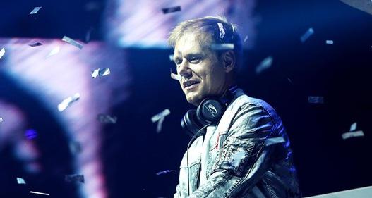 Bùng nổ buổi biểu diễn của DJ số một thế giới Armin Van Buuren