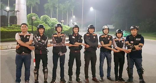 Nhóm tình nguyện SOS Sài Gòn cứu nạn miễn phí trong đêm khuya