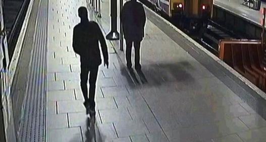 Anh cảnh báo tai nạn đường sắt dịp Giáng sinh bằng video gây sốc