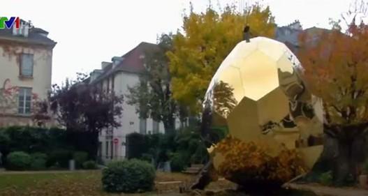 Pháp: Quả trứng xông hơi độc đáo tại thành phố Paris (Pháp)