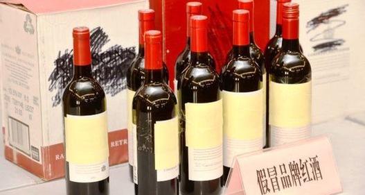 Trung Quốc thu giữ 14.000 chai rượu giả
