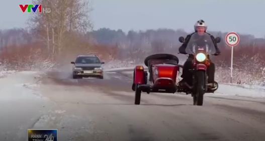 Thăm quan nhà máy sản xuất ô tô ba bánh ở Nga