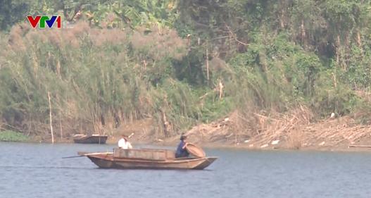 Cư dân xóm mặt nước ven sông Hồng đã chịu lên bờ sau 40 năm